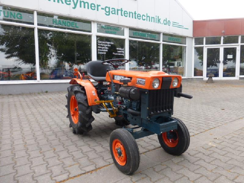 kubota b 7000 kleintraktor mit 2 zylinder dieselmotor. Black Bedroom Furniture Sets. Home Design Ideas